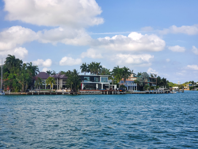 Celebrities' Mansions.